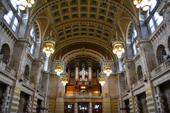Kelvingrove museum. Kelvin grove museum grand hall with organ and historical arches Stock Photo