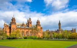 Kelvingrove museum och Glasgow University Royaltyfri Bild