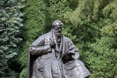 Kelvingrove-Park, Glasgow, Schottland, Vereinigtes Königreich, im September 2013, die Statue und das Denkmal zu Lord Kelvin lizenzfreies stockbild