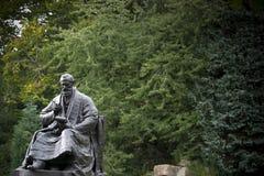Kelvingrove-Park, Glasgow, Schottland, Vereinigtes K?nigreich, im September 2013, die Statue und das Denkmal zu Lord Kelvin lizenzfreies stockbild