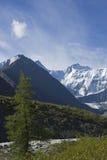 kem mt de belukha d'altai d'ak près de fleuve Russie Image libre de droits