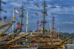 KEMER, ТУРЦИЯ - 11,08,2017 туристских пиратских кораблей в порте k Стоковая Фотография