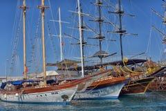 KEMER, ТУРЦИЯ - 11,08,2017 туристских пиратских кораблей в порте k Стоковое Изображение