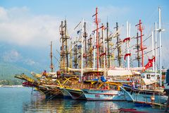 Kemer, Turchia - 30 luglio 2018 - barche a vela è in mare in immagine stock