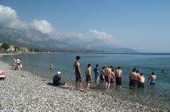 KEMER, TURKEY-MAY 07, 2018: morze sportów grupa nastolatkowie Zdjęcia Stock