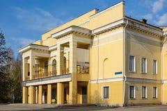 Kemerovo, a construção do cinema Imagens de Stock