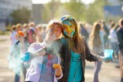 KEMEROVO, RUSIA - 30 DE AGOSTO: las dos chicas jóvenes implicadas en th Fotos de archivo