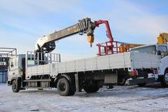 KEMEROVO, RUSSIA - 14 MAGGIO 2015: grande gru del camion che sta su un cantiere Immagini Stock Libere da Diritti