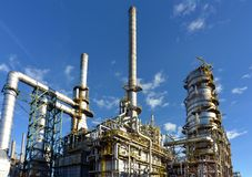 Kemisk bransch - raffinaderi som för tillverkning av bygger bränslen arkivbild