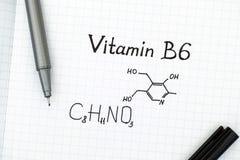 Kemisk formel av vitaminet B6 med pennan Fotografering för Bildbyråer