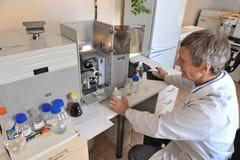 Kemiskt laboratorium för att testa mat royaltyfri foto