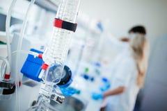 Kemiutvecklings-, medicin-, apotek-, biologi-, biokemi- och forskningteknologi arkivfoton