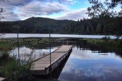 Kemp jezioro przy półmrokiem Zdjęcie Royalty Free
