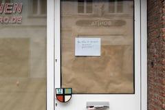 KEMPEN, ALEMANIA - 24 DE FEBRERO DE 2017: Una agencia de viajes local tiene cierra su negocio en la ciudad Imágenes de archivo libres de regalías
