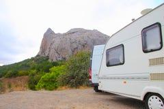 Kempin husvagnen, hus rullar på in bergen Royaltyfri Fotografi