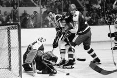 Ken Hodge e Borje Salming, legendas do NHL Fotografia de Stock Royalty Free