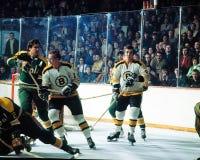 Ken Hodge en Wayne Cashman (Boston Bruins) Stock Afbeelding