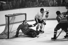 Ken Hodge y Ken Dryden, liga de hockey del nacional del vintage Imagen de archivo libre de regalías