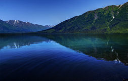 Kenai湖蓝色 免版税库存图片