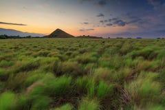 Kenawa ö med kullen och härlig solnedgång Royaltyfri Bild