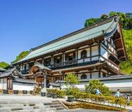 Kencho籍寺庙的,镰仓未认出的游人 免版税库存图片