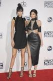 Kendall Jenner en Kylie Jenner Stock Foto's