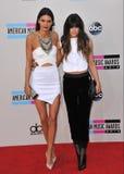 Kendall Jenner & Kylie Jenner royaltyfri bild