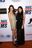 Kendall Jenner und Kylie Jenner am 19. jährlichen Rennen, zum von Mitgliedstaat, Jahrhundert-Piazza, Jahrhundert-Stadt, CA 05-19-1 Stockbild