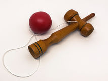 kendama rouge sur le fond blanc Photos libres de droits