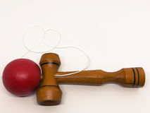 kendama rouge sur le fond blanc Photo stock