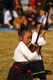 Kendo de ejecución de la muchacha japonesa, Tokio, Japón Imágenes de archivo libres de regalías