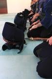Kendo - Gruppe von Personen, die sich vorbereitet zu kämpfen Lizenzfreie Stockbilder