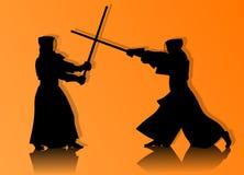 Kendo-Kämpfer im traditionellen Kleidungsschattenbild Stockbild