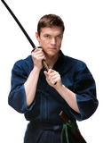 Kendoka in hakama Training mit bokken Stockfoto