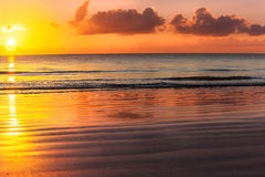 Kenia-Sonnenaufgang über dem Indischen Ozean Stockbild