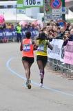 Löpare 2013 för kvinnor för Milano stadsmaraton Arkivfoto