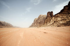 Ökenlandskap - Wadi Rum, Jordanien Royaltyfri Bild