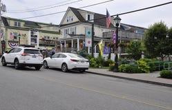 Kennebunkport, Maine, am 30. Juni: Im Stadtzentrum gelegene historische Häuser von Kennebunkport in Maine-Staat von USA Stockbilder