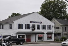Kennebunkport, Maine, am 30. Juni: Im Stadtzentrum gelegene historische Häuser von Kennebunkport in Maine-Staat von USA Stockfoto