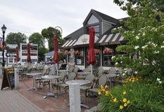 Kennebunkport, Maine, am 30. Juni: Im Stadtzentrum gelegenes französisches Restaurant-Gasthaus von Kennebunkport in Maine-Staat v Stockbilder