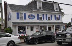 Kennebunkport, Maine, am 30. Juni: Im Stadtzentrum gelegenes historisches Haus von Kennebunkport in Maine-Staat von USA Lizenzfreie Stockbilder