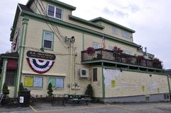 Kennebunkport, Maine, am 30. Juni: Im Stadtzentrum gelegenes historisches Haus von Kennebunkport in Maine-Staat von USA Lizenzfreie Stockfotografie