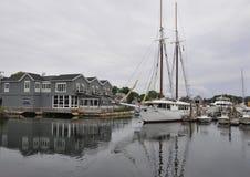 Kennebunkport, Maine, am 30. Juni: Segelboote im Hafen von Kennebunkport in Maine-Staat von USA Stockbilder