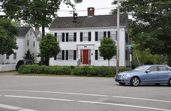 Kennebunkport Maine, 30th Juni: I stadens centrum historiskt hus från Kennebunkport i det Maine tillståndet av USA arkivfoto