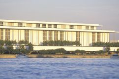 Kennedy Center für die Performing Arten durch das Potomac, Washington, D C stockfotografie