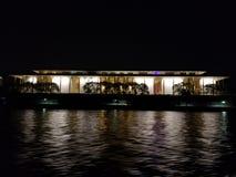 Kennedy Center vom Potomac lizenzfreies stockfoto