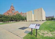 Kennedy Pamiątkowy plac i Stary Czerwony muzeum w Dallas Obraz Royalty Free