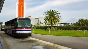 Kennedy Space Center anslutningsbuss stock video