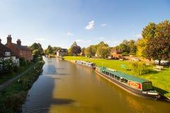 Kennet en het Kanaal van Avon in Hungerford zijn een historische marktstad en een burgerlijke parochie in Berkshire, Engeland Stock Afbeelding