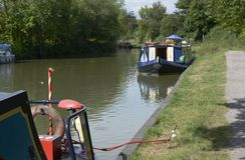 Kennet i Avon kanał przy Wymyśla england Zdjęcia Royalty Free